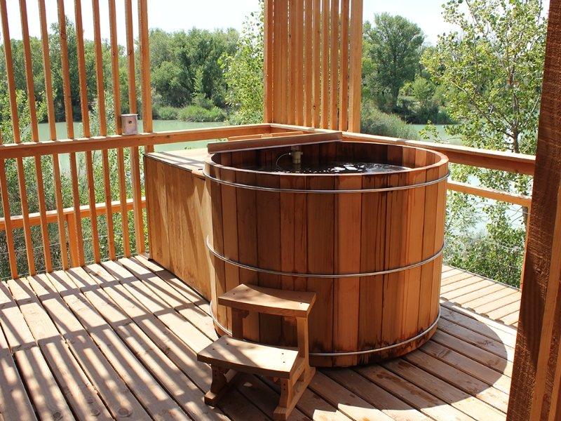 hot tub In Red Cedar Wood